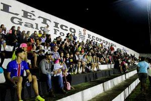 Torcedores lotaram o estádio Estádio Municipal Guerino Dal'Col,