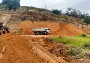 Realização de barragem  na propriedade de Davi Gerônimo no Córrego Boa Sorte