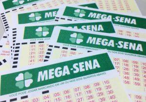 Mega-Sena pode pagar R$ 10 milhões neste sábado (Foto: Heloise Hamada/G1)