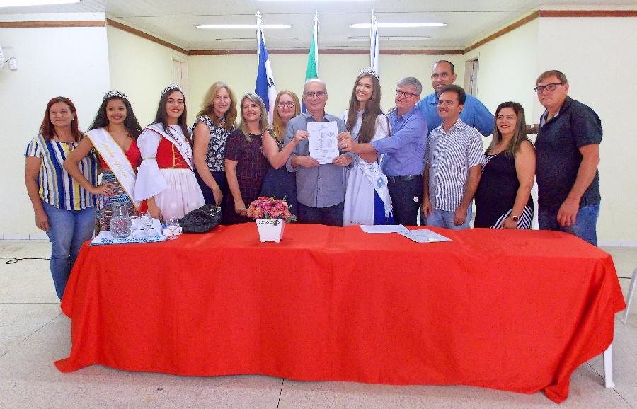 Solenidade foi realizada no auditório da EMEF Esther da Costa Santos