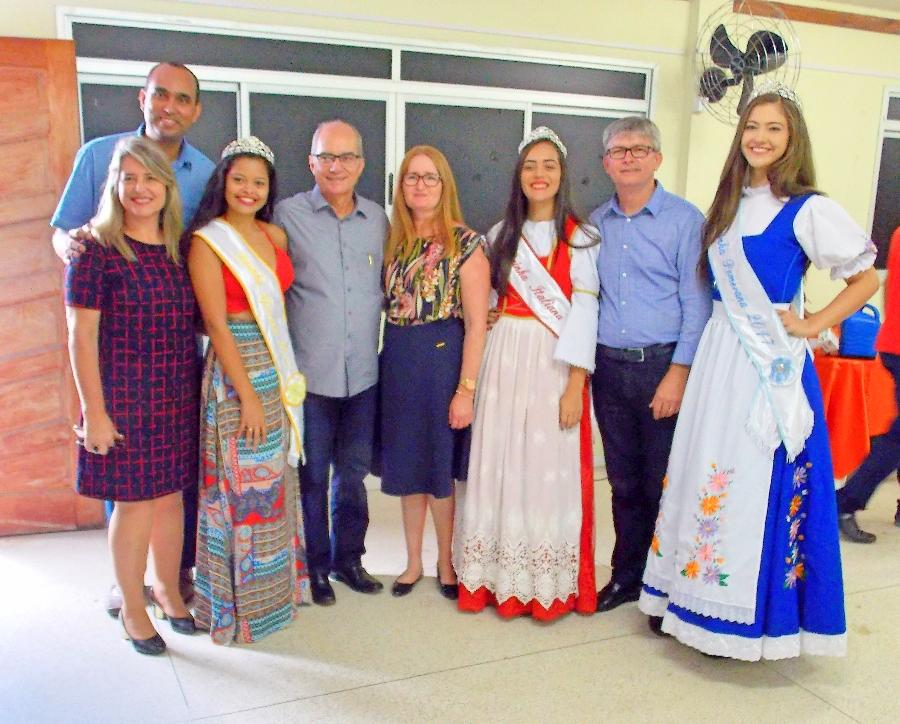 As rainhas da 20ª Pomitafro recepcionram a equipe da SEDU