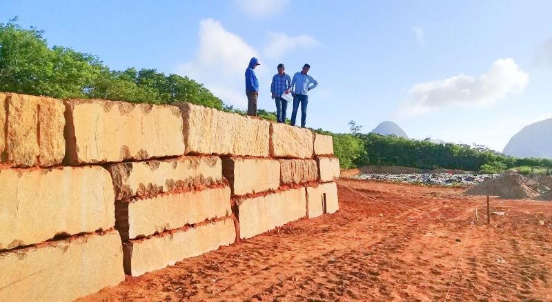 Avança a construção da unidade de transbordo do município