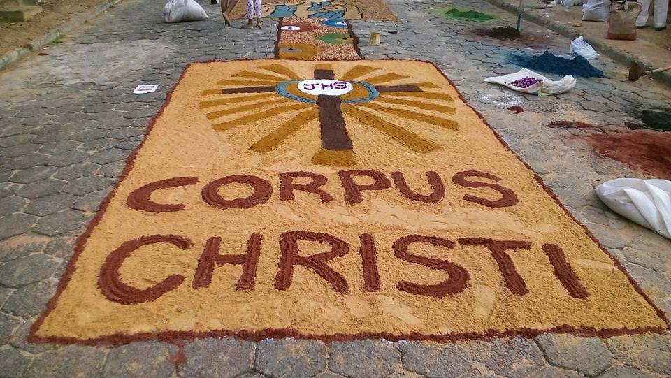 Catolicos De Vila Pavao Matem Tradicao Dos Tapetes De Corpus